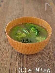 スナップえんどうとブロッコリーの白ごま味噌汁