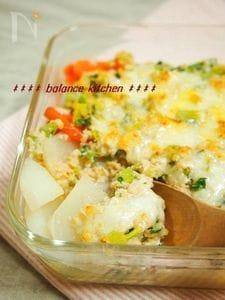 旨味と甘味に驚き!かぶと鶏味噌そぼろの和風グラタン