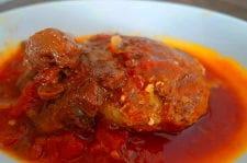 牛筋トマトソースの煮込みハンバーグ