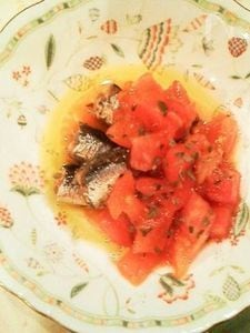 パパッとできちゃう♪オイルサーディンのトマト添え