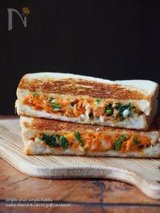チーズがとろり!ニンジンサラダのトースト