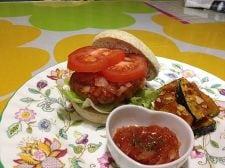 おからとトマトのビタミンバーガー