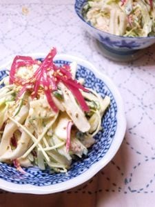 梅酢に漬けた茗荷とちくわのサラダ