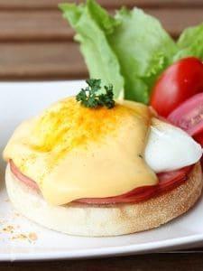 レンジで簡単オランデーズソースのエッグベネディクト