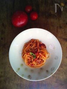 完熟トマトと塩豚のパスタ