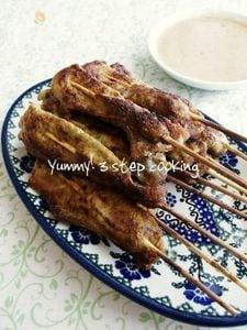 スパイシーで美味しい♪タイの豚の串焼きムー・サテ