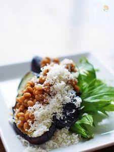 焼き茄子★醤油麦麹とパルミジャーノ・チーズでトッピング