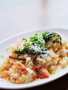 塩鮭と海苔の和風チャーハン~パルミジャーノ・チーズかけ~