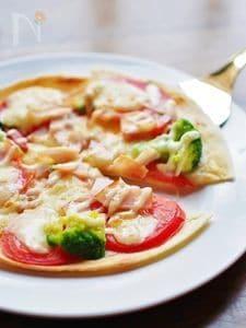 トルティーヤで手軽に☆トマトとチーズのピザ