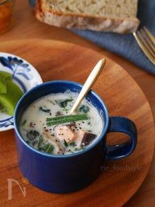 マグカップで作るサーモンとほうれん草のミルクスープ