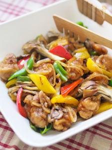 チキンとたっぷり野菜の黒酢玉ねぎドレッシング煮
