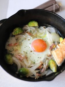 新玉ねぎの素ごもり卵