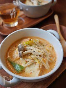厚揚げときのこの豆乳チゲスープ