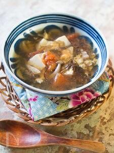 もずく酢利用で味が決まるサンラータン風スープ【既製品】