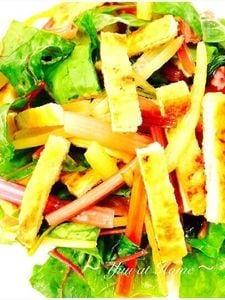 キッチンばさみで簡単! お揚げとスイスチャードの彩りサラダ