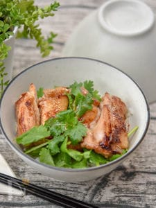 【適糖生活】パクチーたっぷり鶏のエスニック丼