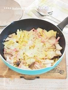 キャベツのコンソメチーズ蒸し フライパンに放置で完成。