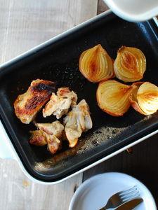 塩麹で揉んだ鶏もも肉と玉ねぎのロースト