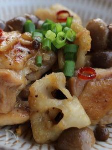 鶏肉とレンコン、しめじのゆず胡椒炒め