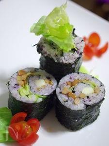 納豆とチーズのぐるぐる手巻き寿司