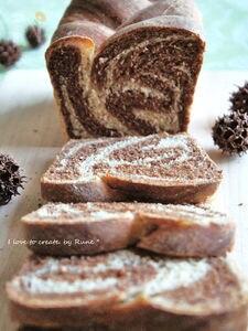 ココアゼブラ柄の全粒粉入り食パン