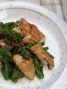 菜の花と鶏肉のガリバタ炒め