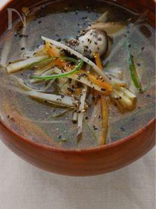 繊維たっぷり、千切り野菜の沢煮碗風