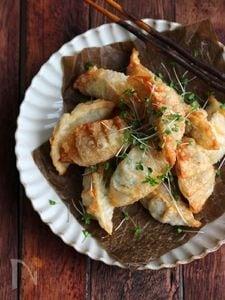 えびとチーズの揚げ餃子。