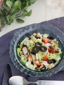 苺とお豆のスプーンサラダ。