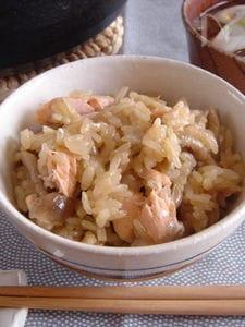 鮭とたっぷりきのこの中華風炊き込みごはん。