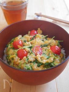 豆苗のふわとろチーズ卵丼
