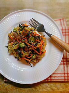 フッジリと野菜のバーニャカウダー風ソース炒め