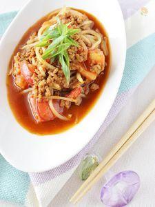 トマト、もやしと挽き肉の甜麺醤炒め