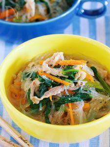栄養満点♪『豚バラと小松菜の中華風はるさめスープ』