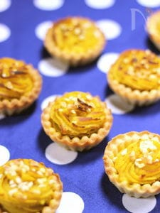 ココナッツとアーモンドの香りが美味しい パンプキンタルト