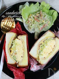 タマゴとコールスローのサンドイッチ
