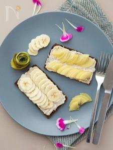 バナナとクリームチーズのトースト