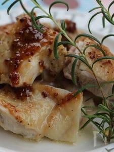 しょうが香る鶏肉のソテー、ハニーマスタードソース