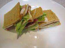 うすくて大きなさつまあげでサンドイッチ