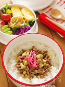 鯛入りまめかま(白)in そぼろ丼弁当