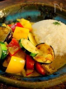 夏野菜のタイ風サバカレー