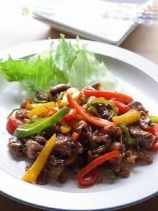 ご飯もりもり!牛肉とパプリカのカラフルオイマヨ炒め