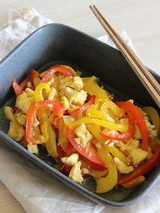 パプリカと卵の中華風なレンジ常備菜。