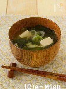 豆腐とねぎとわかめの味噌汁