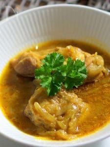 骨付き鶏もも肉のカレー風味煮