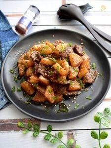 ピリッと辛い牛肉と大根の甘辛炒め