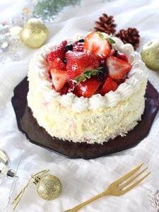 ホワイトチョコとベリーのケーキ