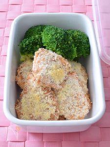 鶏むね肉あらびきガーリックのチーズパン粉焼き 作り置きレシピ