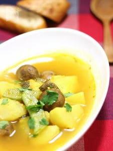 「そるとまと」で味付け 鱈とじゃがいもの黄色いスープ