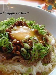納豆と豚肉で♪ネバネバ甘辛素麺